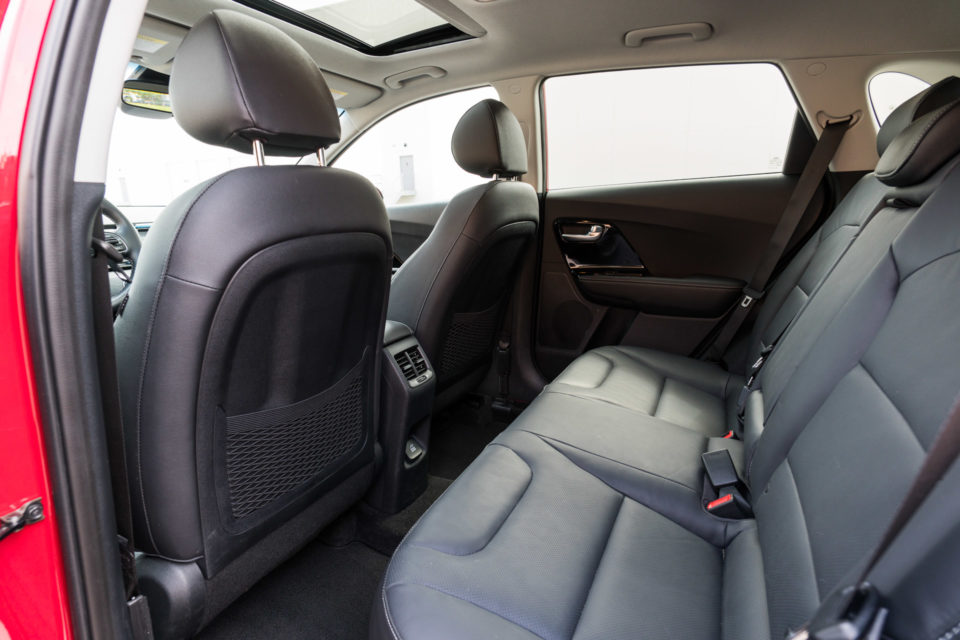 2017 kia niro touring review a wagon by any other name 95 octane. Black Bedroom Furniture Sets. Home Design Ideas