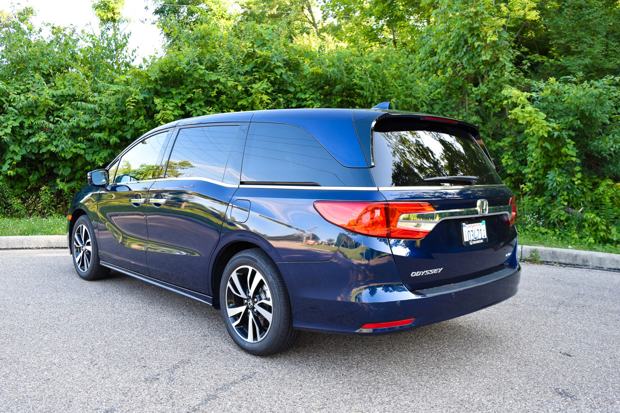 our family adventure in the 2018 honda odyssey elite 95 octane. Black Bedroom Furniture Sets. Home Design Ideas