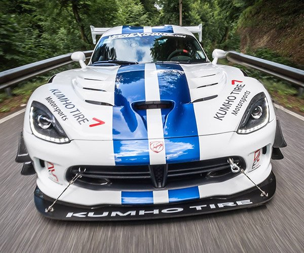 Dodge Viper ACR Dominates the Green Hell