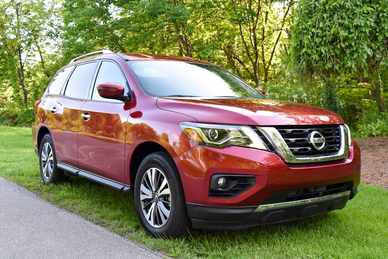 2017 Nissan Pathfinder SV Review: Stout and Proud