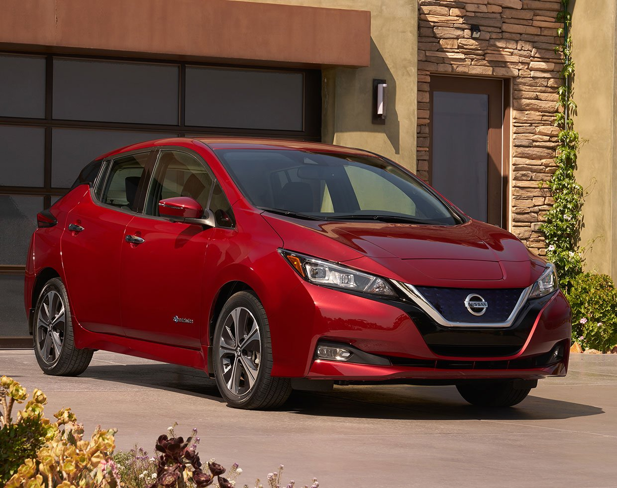 2018 nissan leaf ev gets new look more power range 95 octane. Black Bedroom Furniture Sets. Home Design Ideas