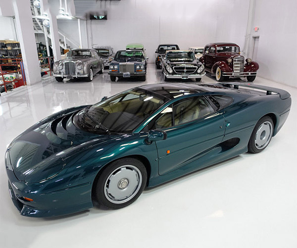 This Rare 1994 Jaguar XJ220 Can Be Yours… for Half a Million Dollars