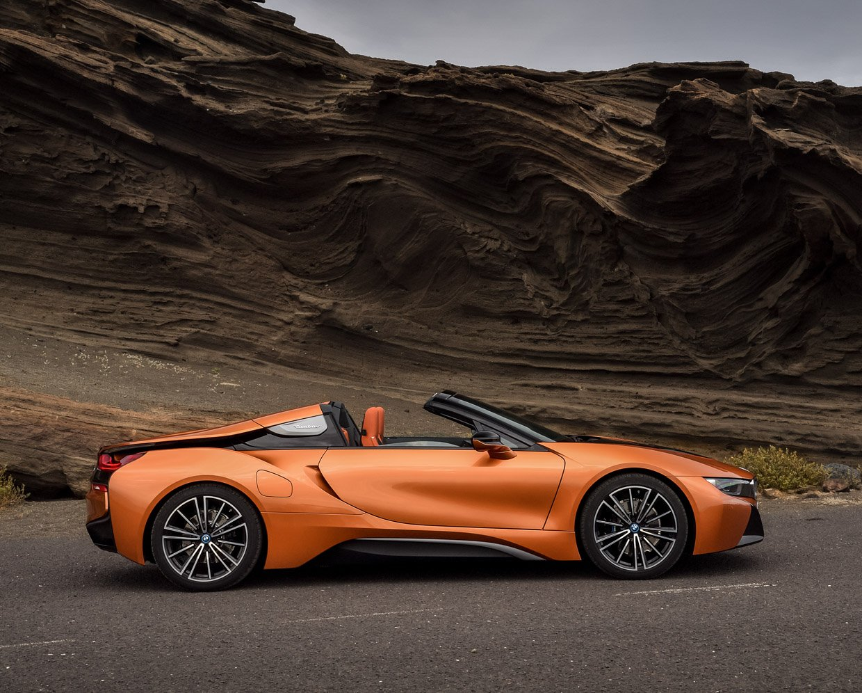 2019 BMW i8 Roadster Raises the Roof on Hybrid Power
