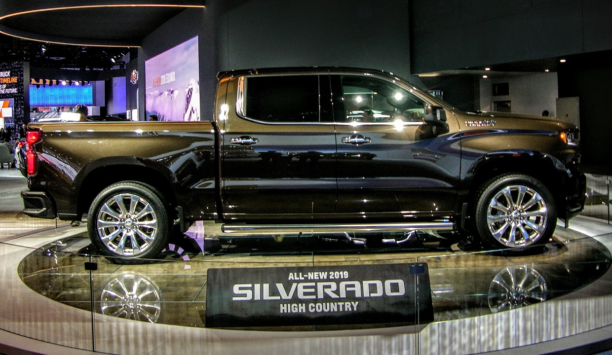 10 things you need to know about the new chevy silverado. Black Bedroom Furniture Sets. Home Design Ideas