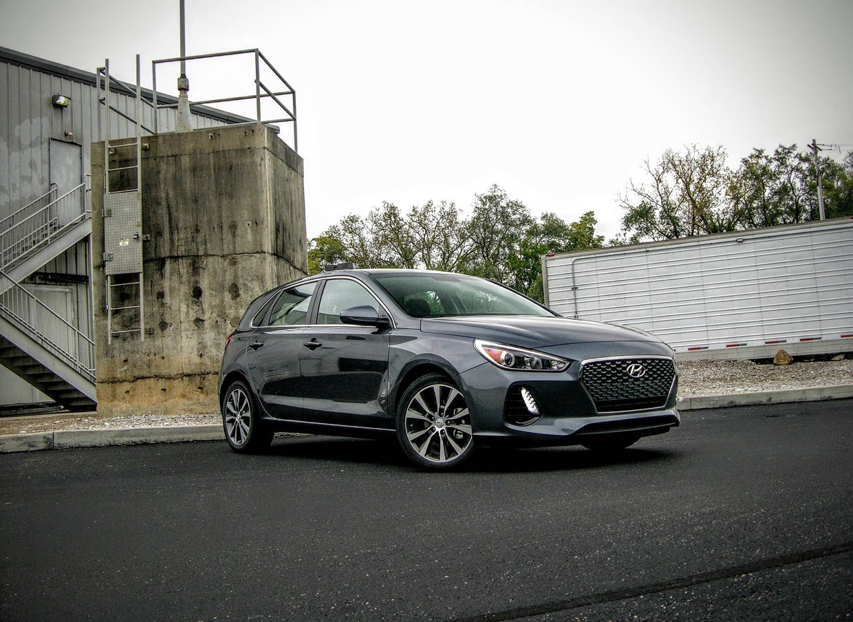 2018 hyundai elantra gt review affordable hatchback done. Black Bedroom Furniture Sets. Home Design Ideas