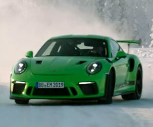 Six Minutes of Porsche 911 GT3 RS Ice Drifting