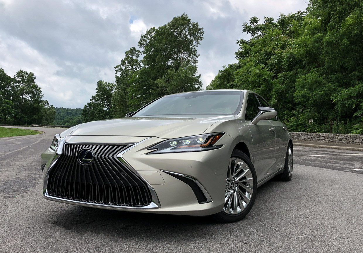 2019 lexus es first drive review calm cool and collected 95 octane. Black Bedroom Furniture Sets. Home Design Ideas