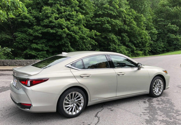Lexus Es 350 2019 >> 2019 Lexus ES First Drive Review: Calm, Cool, and Collected - 95 Octane