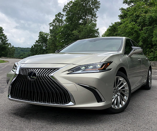 2019 Lexus ES Ditches Sideview Mirrors For Cameras... In Japan