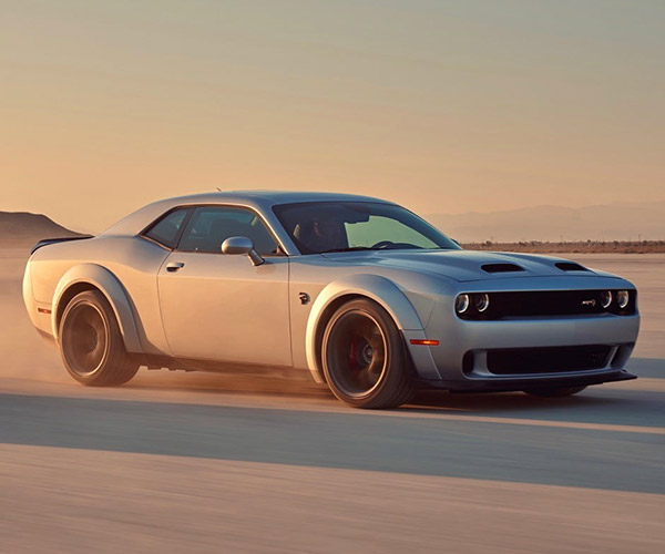 2019 Dodge Challenger SRT Hellcat Redeye Is a Demon-possessed Kitty