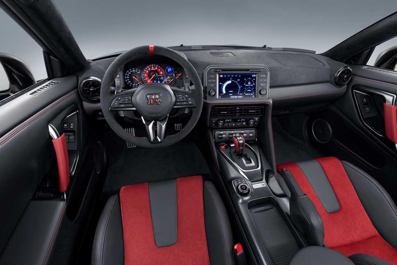 2020 Nissan GT-R NISMO Gets Lots of Carbon Fiber Bits