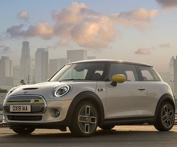 2020 MINI Cooper SE: MINI Goes Electric