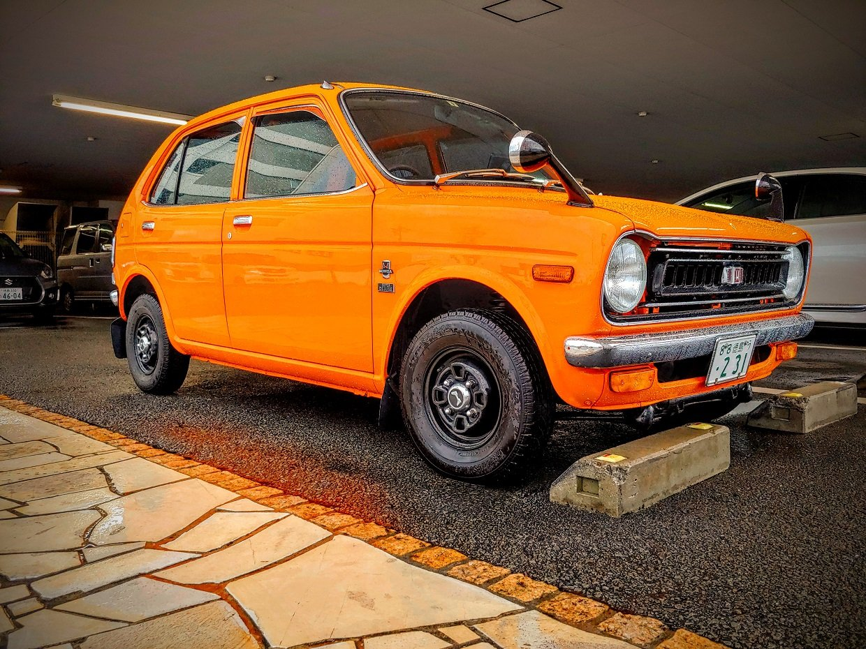 Carspotting Japan: Bright Orange, Mint Condition '70s Honda Life Kei Car