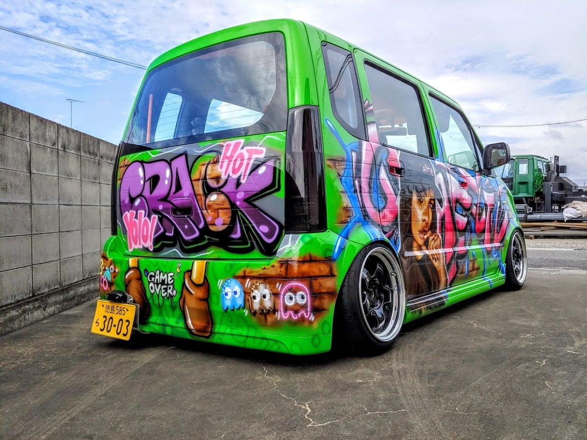 "Carspotting Japan: ""Hot Crack"" Suzuki Wagon R Graffiti Car"
