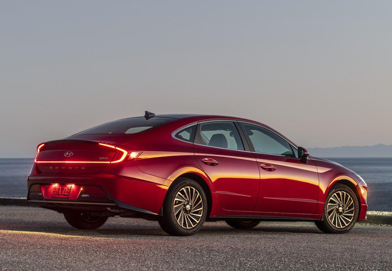 2020 hyundai sonata hybrid packs features and fuel economy
