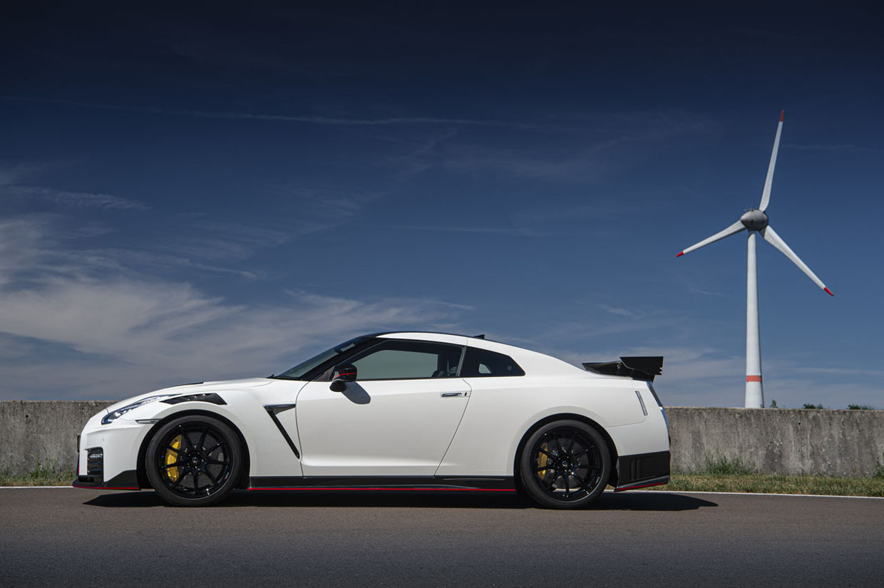 2021 Nissan GT-R NISMO Costs Nearly $100,000 More than the GT-R Premium