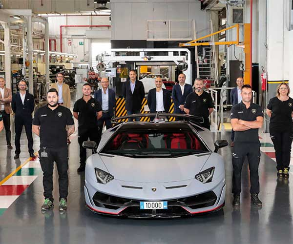 The 10,000th Lamborghini Aventador Has Rolled off of the Assembly Line