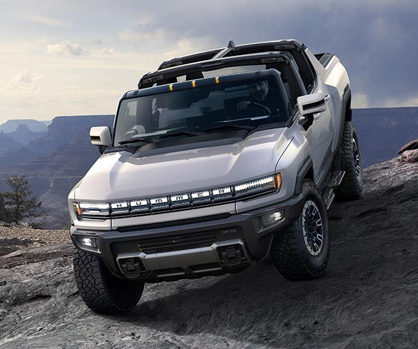 2022 GMC Hummer EV Is a 1000 hp Off-Road Supertruck