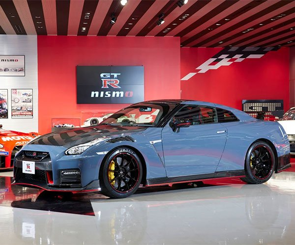 Nissan GT-R NISMO Special Edition Gets a Carbon Fiber Hood and Unique Wheels
